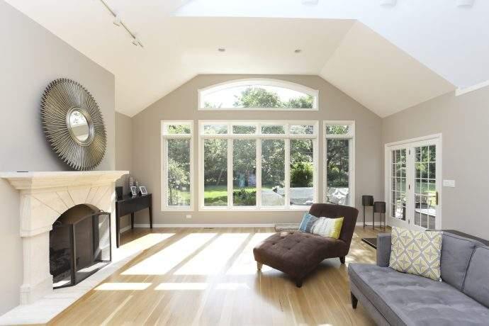 Buffalo Grove Area Airy Living Room