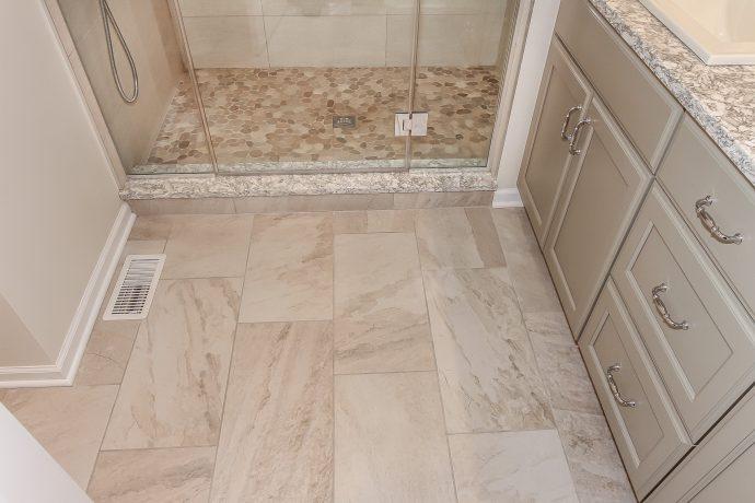 Elegant Beige Master Bath